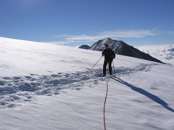 Foto: Andreas Koller / Wandertour / Oberwalderhütte und Überschreitung des Mittleren Bärenkopfes (3358 m) / Am Pasterzenboden gegen Fuscherkarkopf (3331 m) / 28.05.2007 23:48:27