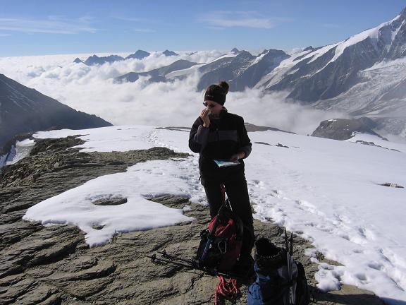 Foto: Andreas Koller / Wandertour / Oberwalderhütte und Überschreitung des Mittleren Bärenkopfes (3358 m) / Rast am Eiswandbichl / 28.05.2007 23:46:33