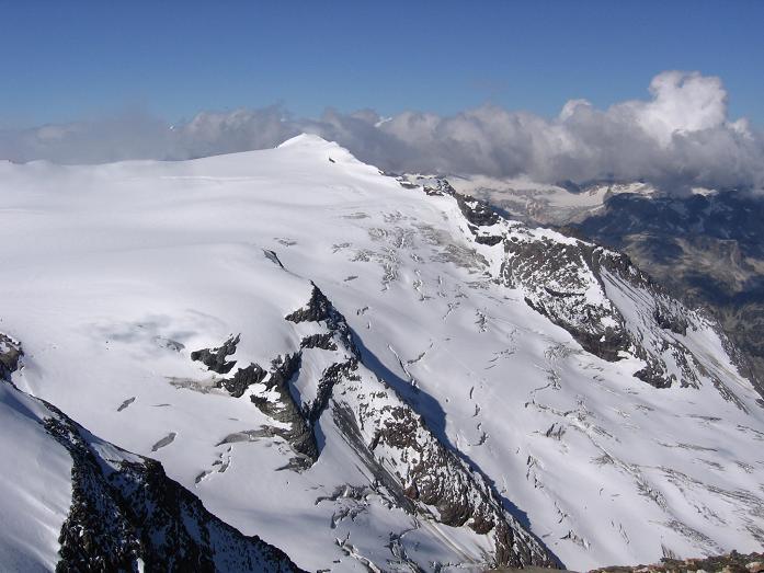 Foto: Andreas Koller / Wandertour / Oberwalderhütte und Überschreitung des Mittleren Bärenkopfes (3358 m) / Hohe Riffel (3338 m) und Karlinger Kees / 28.05.2007 23:45:21