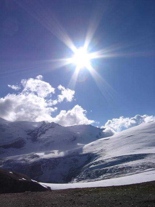 Foto: Andreas Koller / Wandertour / Oberwalderhütte und Überschreitung des Mittleren Bärenkopfes (3358 m) / Oberer Pasterzenboden mit Eiskögele (3426 m) / 28.05.2007 23:51:24