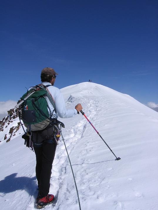 Foto: Andreas Koller / Wander Tour / Aus dem Fornokessel auf den Palon de la Mare (3703 m) / Die letzten Meter zum Gipfel / 28.05.2007 11:11:54