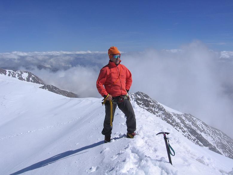 Foto: Andreas Koller / Wander Tour / Aus dem Fornokessel auf den Palon de la Mare (3703 m) / Am Gipfel des Palon de la mare / 28.05.2007 11:11:40