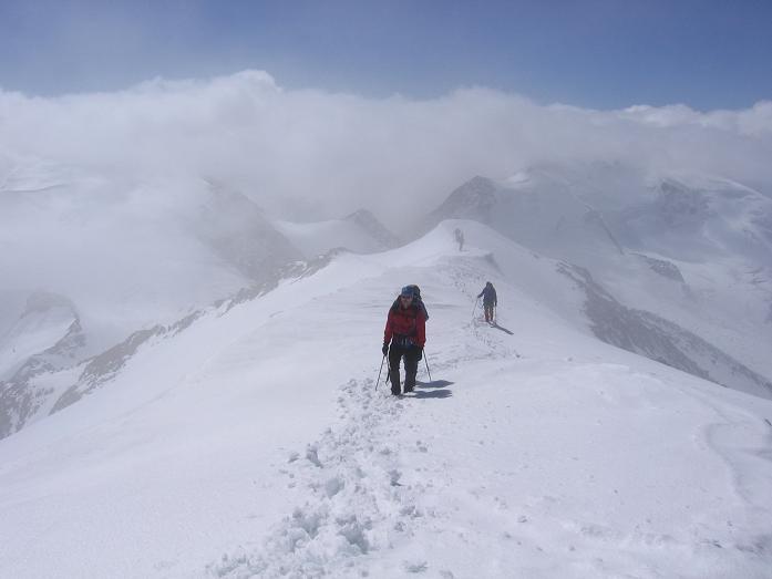 Foto: Andreas Koller / Wander Tour / Aus dem Fornokessel auf den Palon de la Mare (3703 m) / Der Gipfelgrat auf den Palon de la mare / 28.05.2007 11:11:25