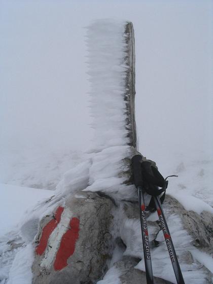 Foto: Andreas Koller / Wandertour / Über die Aflenzer Staritzen (2038 m) / Verschneiter Gipfel des Severinkogel mitten im September / 29.05.2007 21:50:48