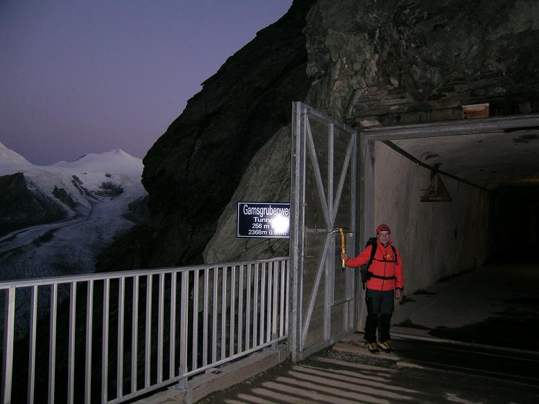 Foto: Andreas Koller / Wandertour / Über die Nordflanke auf den Großen Bärenkopf (3406 m) / In aller Herrgottsfrüh am Gamsgrubenweg / 02.06.2007 01:00:06