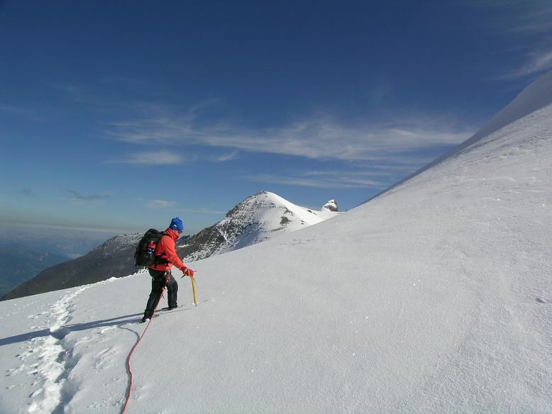 Foto: Andreas Koller / Wandertour / Über die Nordflanke auf den Großen Bärenkopf (3406 m) / Am Westlichen Bärenkopfkees gegen Klockerin (3419 m) und Großes Wiesbachhorn (3570 m) / 02.06.2007 01:05:55