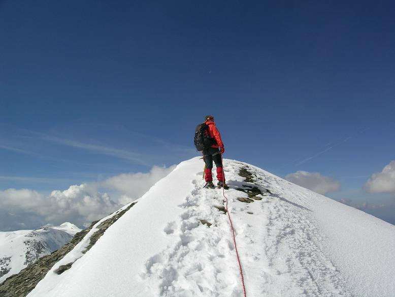 Foto: Andreas Koller / Wandertour / Über die Nordflanke auf den Großen Bärenkopf (3406 m) / Gipfelgrat auf den Großen Bärenkopf / 02.06.2007 01:08:04