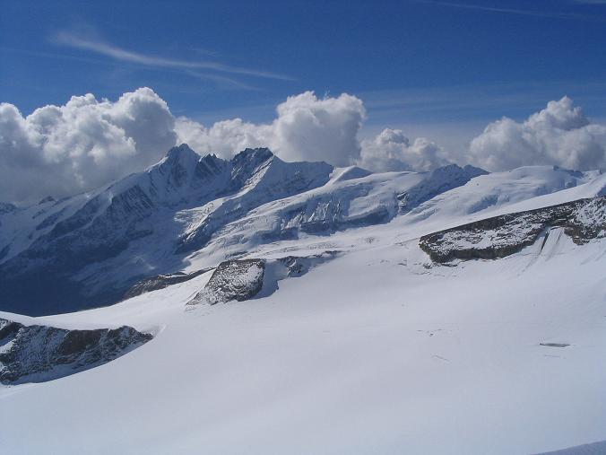 Foto: Andreas Koller / Wandertour / Über die Nordflanke auf den Großen Bärenkopf (3406 m) / Blick vom Bärenkopf auf den Großglockner (3798 m) / 02.06.2007 01:08:28