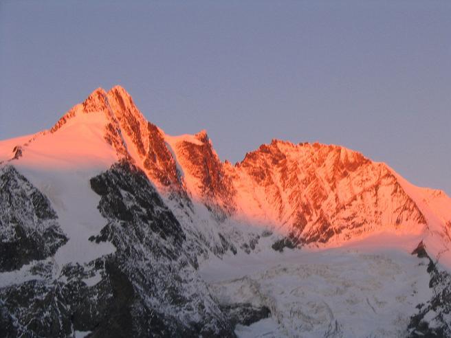 Foto: Andreas Koller / Wandertour / Über die Nordflanke auf den Großen Bärenkopf (3406 m) / Sonnenaufgang am Großglockner (3798 m) / 02.06.2007 01:00:26