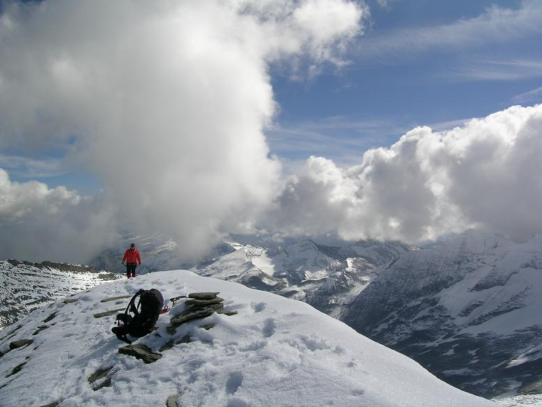 Foto: Andreas Koller / Wandertour / Über die Nordflanke auf den Großen Bärenkopf (3406 m) / Gipfel des Großen Bärenkopf / 02.06.2007 01:09:35