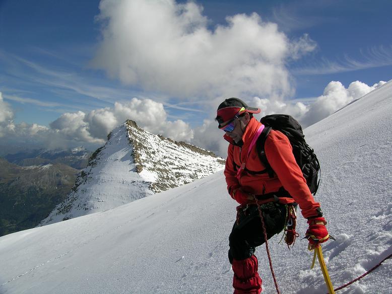 Foto: Andreas Koller / Wandertour / Über die Nordflanke auf den Großen Bärenkopf (3406 m) / Abstieg in der Bärenkopf N-Flanke / 02.06.2007 01:10:39