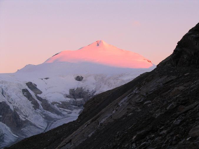 Foto: Andreas Koller / Wandertour / Über die Nordflanke auf den Großen Bärenkopf (3406 m) / Zartes Morgenlicht am Johannisberg (3463 m) / 02.06.2007 01:00:49