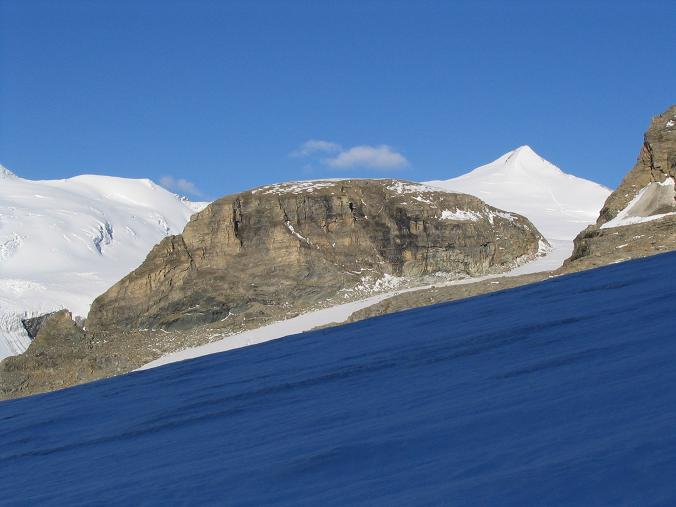 Foto: Andreas Koller / Wandertour / Über die Nordflanke auf den Großen Bärenkopf (3406 m) / Das Gebiet um die Oberwalderhütte / 02.06.2007 01:01:05
