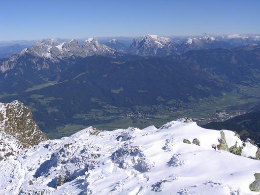 Foto: Andreas Koller / Wandertour / Von der Rottenmanner Hütte über den Dreisteckengrat zur Edelraute Hütte (2448 m) / Blick vom Gipfel ins Gesäuse / 03.06.2007 20:42:23