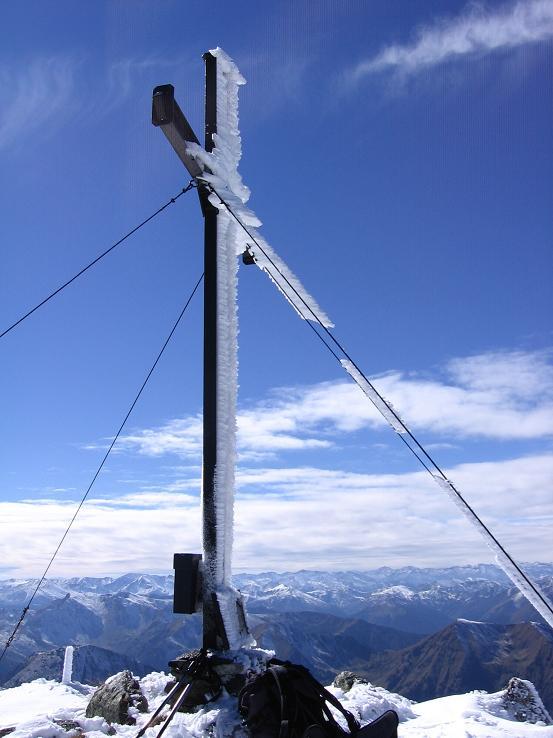 Foto: Andreas Koller / Wandertour / Von der Rottenmanner Hütte über den Dreisteckengrat zur Edelraute Hütte (2448 m) / Hochaide-Gipfelkreuz / 03.06.2007 20:42:38
