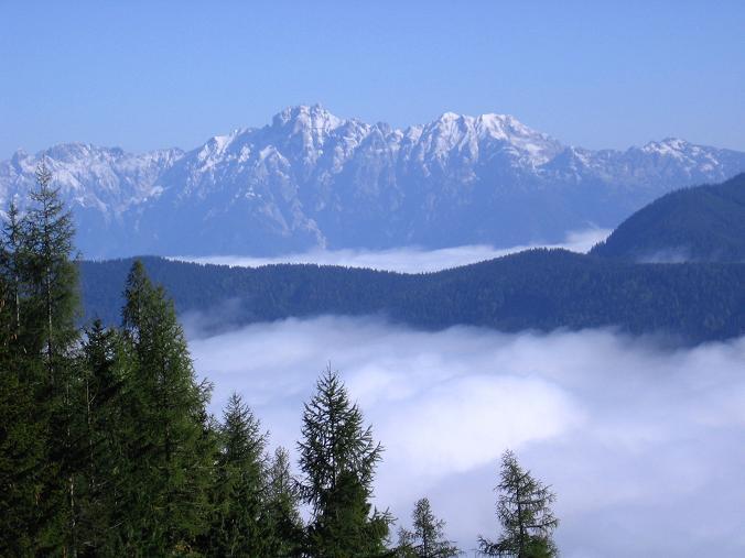 Foto: Andreas Koller / Wandertour / Von der Rottenmanner Hütte über den Dreisteckengrat zur Edelraute Hütte (2448 m) / Herbstlicher Blick auf die verschneiten Gesäuseberge / 03.06.2007 20:32:42