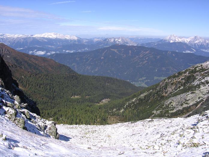 Foto: Andreas Koller / Wandertour / Von der Rottenmanner Hütte über den Dreisteckengrat zur Edelraute Hütte (2448 m) / Blick von der Scharte nach NW / 03.06.2007 20:37:21