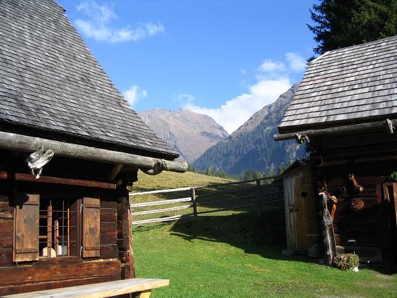 Foto: Andreas Koller / Wander Tour / Aus dem Lungau zum Klafferkessel und auf den Greifenberg (2618 m) / Lasshofer Hütte im Lessachtal / 04.06.2007 23:25:49