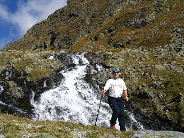 Foto: Andreas Koller / Wander Tour / Aus dem Lungau zum Klafferkessel und auf den Greifenberg (2618 m) / Wasserfall im Anstieg zum Zwerfenbergsee / 04.06.2007 23:24:54