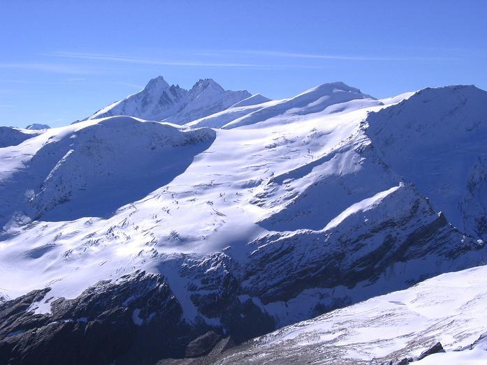 Foto: Andreas Koller / Wander Tour / Über den Sedlgrat auf den Kleinen- und Großen Grießkogel (3066 m) / Der Großglockner (3798 m) grüßt / 08.06.2007 20:45:44