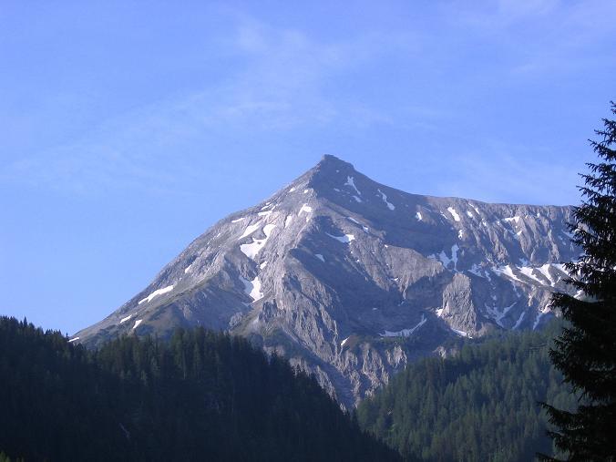 Foto: Andreas Koller / Wander Tour / Drei-Hütten-Tour in den Schladminger Tauern (2453 m) / Die Steirische Kalkspitze aus dem Preuneggtal (2459 m) / 11.06.2007 21:35:54