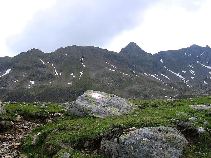 Foto: Andreas Koller / Wander Tour / Drei-Hütten-Tour in den Schladminger Tauern (2453 m) / Blick übers Vetternkar auf die Rotmandlspitze und den Sauberg (2520 m) / 11.06.2007 21:37:51