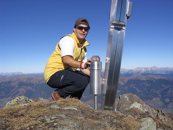 Foto: Andreas Koller / Wander Tour / Alexander-Enzinger-Weg und Tristkogel (2642 m) / Modernes Gipfelkreuz am Tristkogel / 02.06.2007 10:41:40