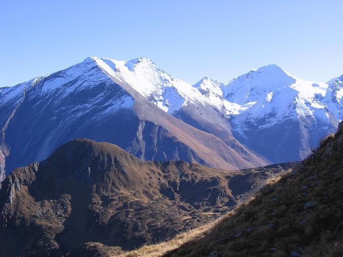Foto: Andreas Koller / Wander Tour / Alexander-Enzinger-Weg und Tristkogel (2642 m) / Hoher Tenn (33368 m) und Großes Wiesbachhorn (3570 m) / 02.06.2007 10:43:10