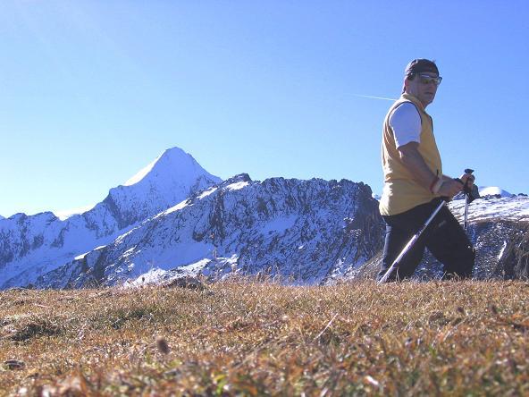 Foto: Andreas Koller / Wander Tour / Alexander-Enzinger-Weg und Tristkogel (2642 m) / Im Anstieg auf den Tristkogel bietet sich immer wieder ein toller Blick auf das Kitzsteinhorn (3203 m) / 02.06.2007 10:39:14