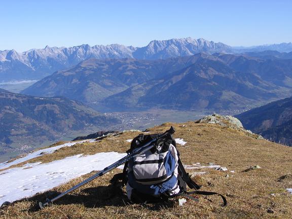 Foto: Andreas Koller / Wander Tour / Alexander-Enzinger-Weg und Tristkogel (2642 m) / Tiefblick in das Zeller und Saalfeldner Becken mit Steinernem Meer / 02.06.2007 10:39:41