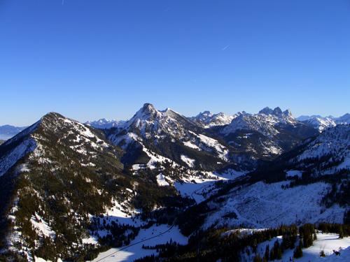 Foto: vince 51 / Wander Tour / Schneeschuhwanderung auf den Schönkahler / Blick nach Osten zu den Tannheimer Bergen / 29.12.2006 22:51:32
