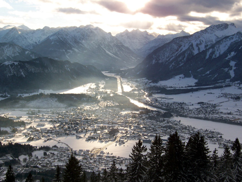Foto: vince 51 / Wander Tour / Über das Pflacher Älpele und das Kofler Joch zur Dürrenberger Alm / Blick von der Dürrenberg-Alpe auf den  Talkessel von Reutte / 06.01.2007 23:08:11