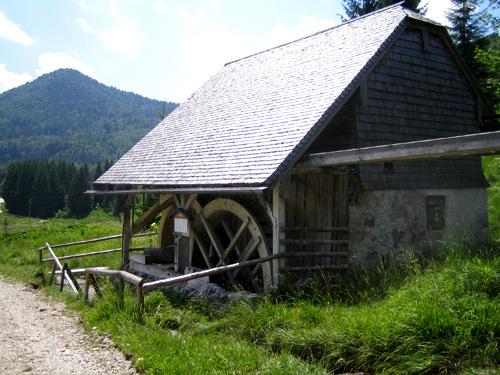 Foto: letsgoactive / Wander Tour / Ebenauer Mühlenwanderweg / Blick in Richtung Ebenau aus Koppl kommend / 18.04.2007 15:17:42