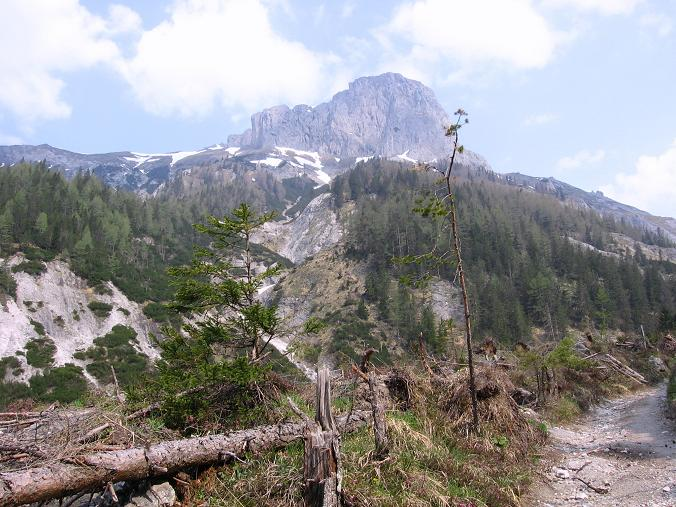Foto: Andreas Koller / Wander Tour / Durch die Fölzklamm auf Fölzstein und Fölzkogel (2023m) / Nahe der Fölzklamm Blick auf den Fölzstein / 22.04.2007 21:12:56