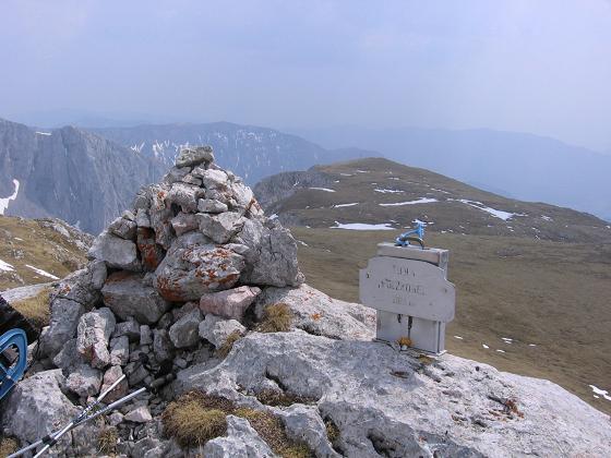 Foto: Andreas Koller / Wander Tour / Durch die Fölzklamm auf Fölzstein und Fölzkogel (2023m) / Am Gipfel des Fölzkogel / 22.04.2007 21:15:19