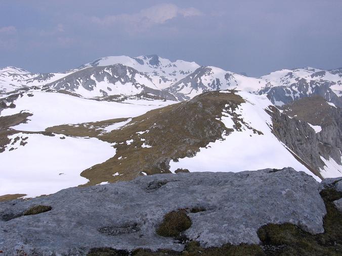Foto: Andreas Koller / Wander Tour / Durch die Fölzklamm auf Fölzstein und Fölzkogel (2023m) / Blick zum Hochschwab / 22.04.2007 21:16:17