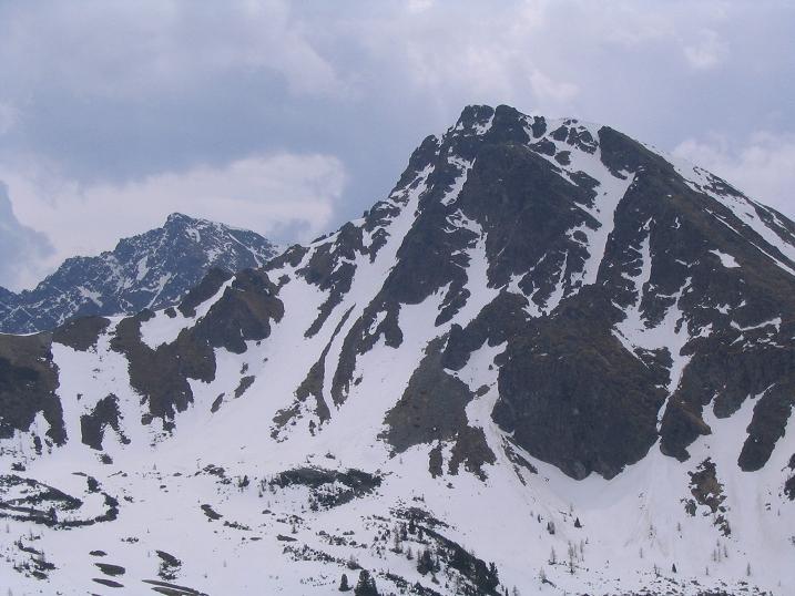 Foto: Andreas Koller / Wandertour / Aus dem Bärntal auf den Großen Grießstein (2337m) / Nordwand der Gamskögel (2386 m) / 22.04.2007 21:26:53