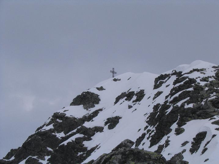 Foto: Andreas Koller / Wandertour / Aus dem Bärntal auf den Großen Grießstein (2337m) / Die letzten Meter zum Grießstein-Gipfelkreuz / 22.04.2007 21:27:31