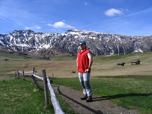 Foto: Andreas Koller / Wander Tour / Schlern und Grödner Höhenweg (2656 m) / Die weite Fläche der Seiser Alm / 22.04.2007 21:52:02