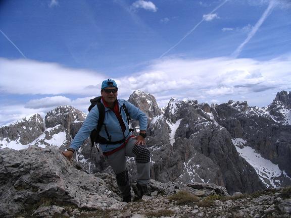 Foto: Andreas Koller / Wander Tour / Schlern und Grödner Höhenweg (2656 m) / Gipfelglück auf der Roterdspitze / 22.04.2007 21:47:24