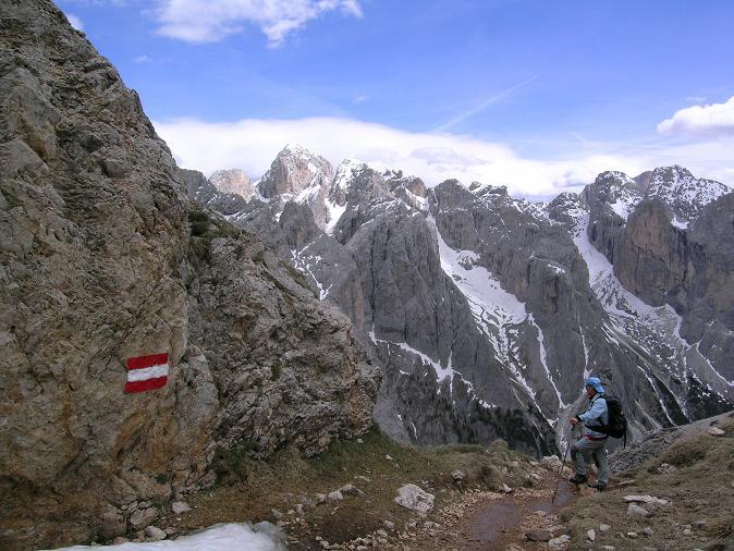 Foto: Andreas Koller / Wander Tour / Schlern und Grödner Höhenweg (2656 m) / Im Abstieg von der Roterdspitze / 22.04.2007 21:47:06