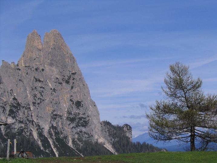 Foto: Andreas Koller / Wander Tour / Schlern und Grödner Höhenweg (2656 m) / Die Santnerspitze / 22.04.2007 21:51:44