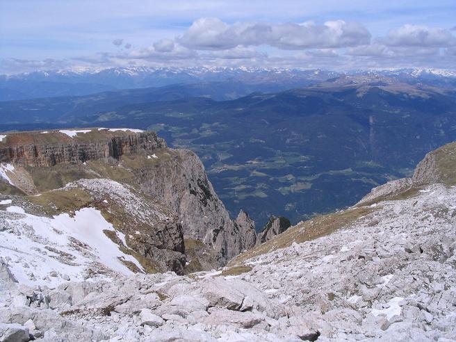 Foto: Andreas Koller / Wander Tour / Schlern und Grödner Höhenweg (2656 m) / Blick in das Bozener Becken / 22.04.2007 21:49:55