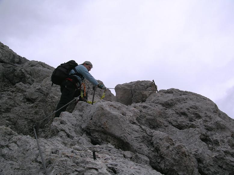 Foto: Andreas Koller / Wander Tour / Aus dem Villnösstal auf den Peitlerkofel (2875m) / Schlüsselstelle im Anstieg zum Peitlerkofel / 22.04.2007 21:00:58