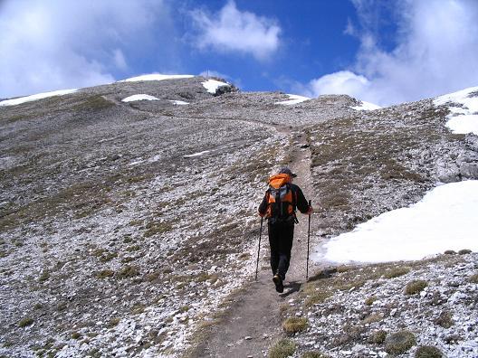 Foto: Andreas Koller / Wander Tour / Aus dem Villnösstal auf den Peitlerkofel (2875m) / Übergang vom Großen zum Kleinen Peitlerkofel / 22.04.2007 21:00:27