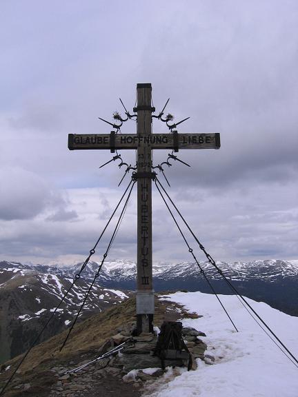 Foto: Andreas Koller / Wander Tour / Lattersteig und sechs Gipfel (2320 m) / Gipfelkreuz am Schoberriegel / 22.04.2007 22:13:49