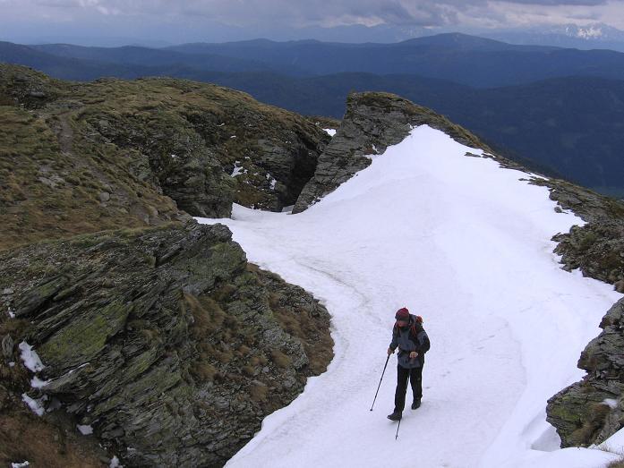 Foto: Andreas Koller / Wander Tour / Lattersteig und sechs Gipfel (2320 m) / Im Sattel unterhalb des Gruft / 22.04.2007 22:14:58