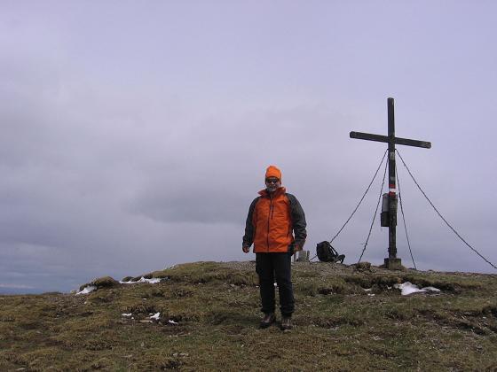 Foto: Andreas Koller / Wander Tour / Lattersteig und sechs Gipfel (2320 m) / Gipfelkreuz auf der Bretthöhe / 22.04.2007 22:15:17