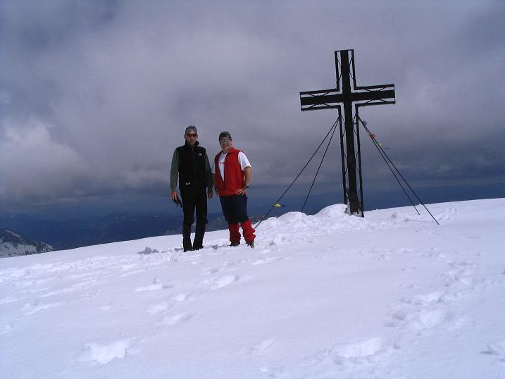 Foto: Andreas Koller / Wandertour / Durch das Seetal ins Herz des Hochschwabs (2277 m) / Gipfelkreuz am Hochschwab / 22.04.2007 22:38:56