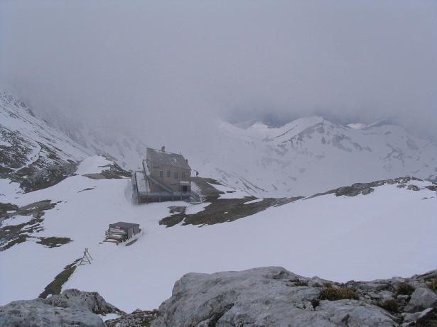 Foto: Andreas Koller / Wander Tour / Durch das Seetal ins Herz des Hochschwabs (2277 m) / Das Schiestl Haus vom der Eismauer / 22.04.2007 22:37:50